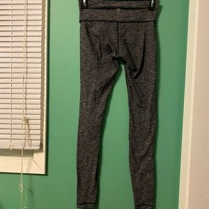LULULEMON Full Length Gray Skinny Legging Size Dot